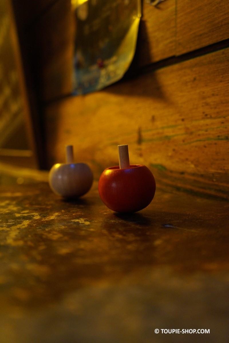 pirouette rouge ou naturel toupie bois jouet pas cher jeux toupies. Black Bedroom Furniture Sets. Home Design Ideas