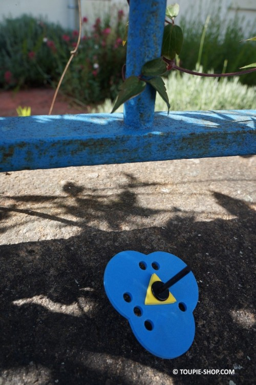 Jeu de Dé 3 faces Toupie Enfants Jouet Garçon Fille Jeux pour Apprendre Toupies en Bois Toupie Shop Magasin Jouets