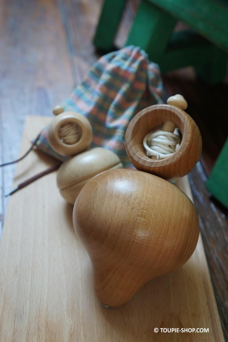 Toupie ficelle jeux en bois jura jouet artisanal ancien for Fumoir artisanal en bois