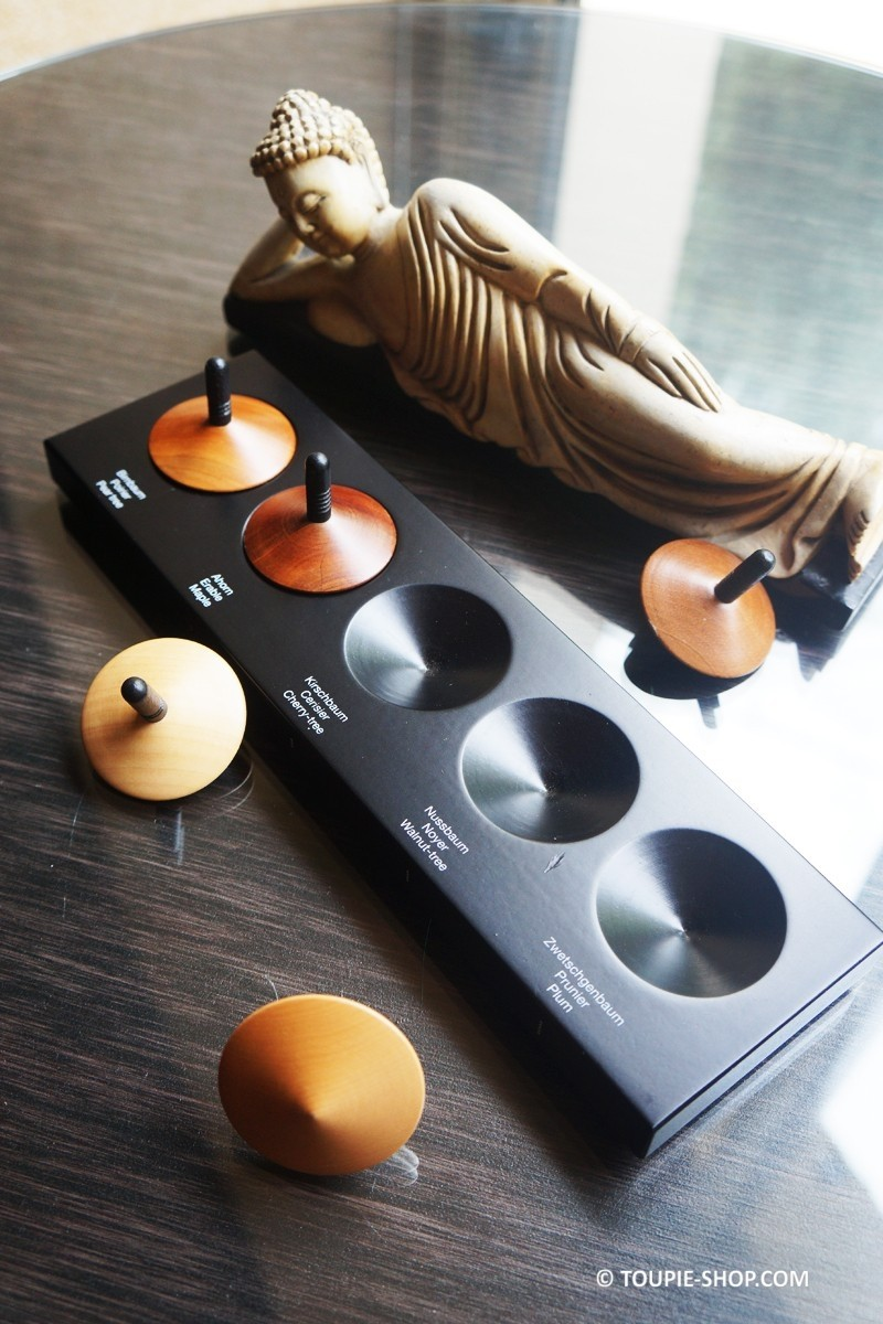 collection de 5 toupies en bois design jeux adulte bois. Black Bedroom Furniture Sets. Home Design Ideas