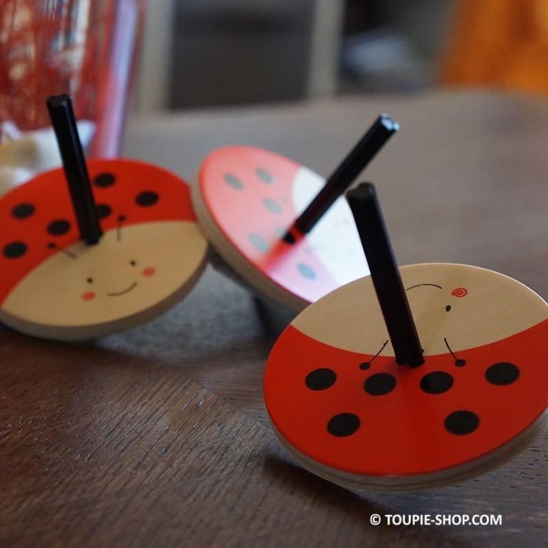 toupie ti coccinelle jeux en bois toupies d 39 eveil. Black Bedroom Furniture Sets. Home Design Ideas