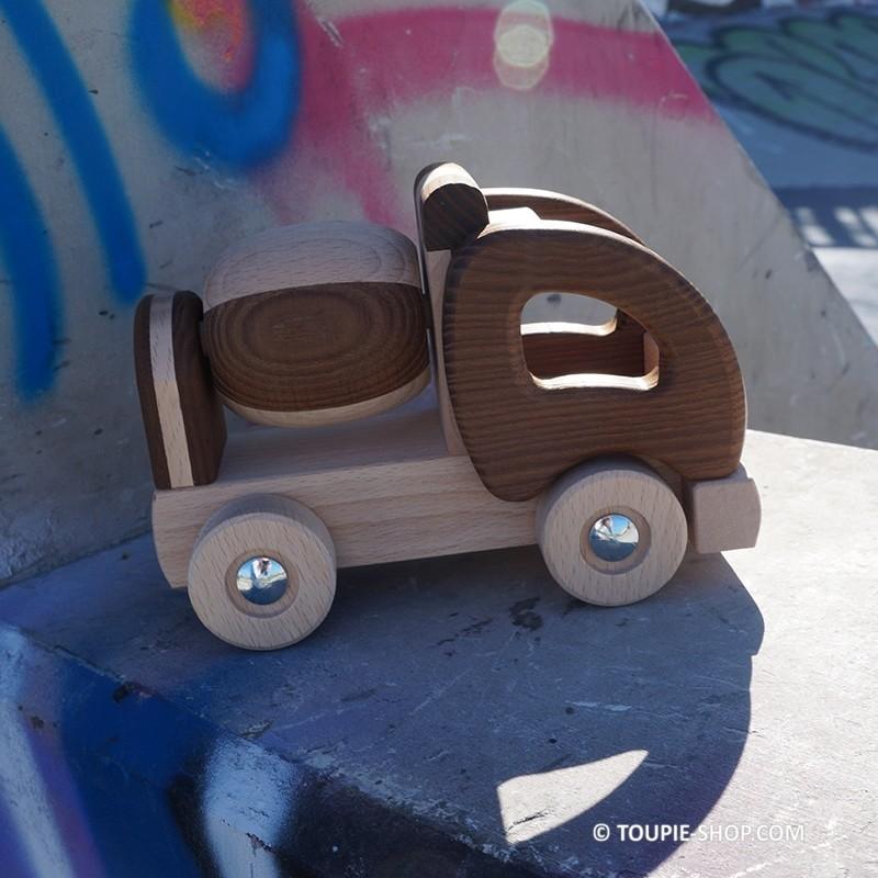 jouet camion toupie en bois jeux de voiture ecolo jeu ethique cadeau. Black Bedroom Furniture Sets. Home Design Ideas