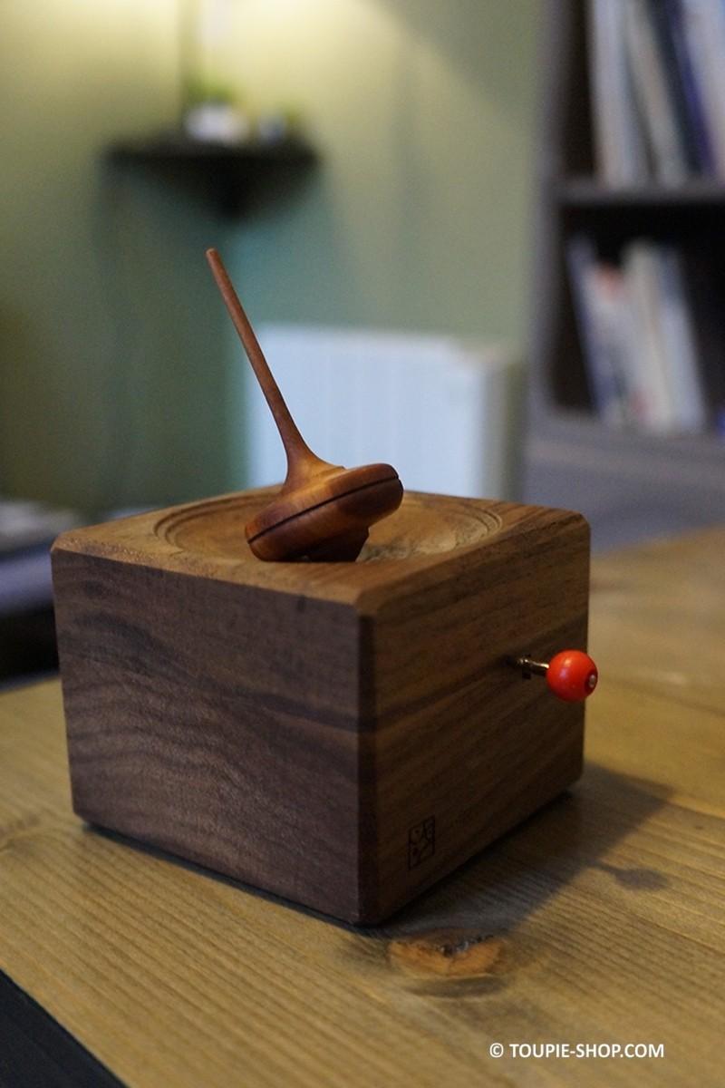 boite musique en bois adulte jeux toupie artisanale cadeau original. Black Bedroom Furniture Sets. Home Design Ideas