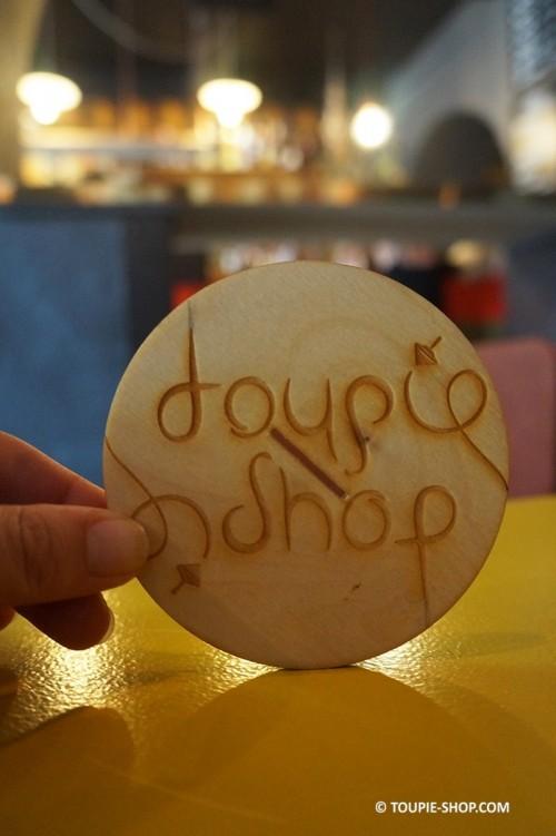 Ecriture Ambigramme Jeux de Toupie en Bois Sous-Bock Original Mot Magique Toupie Shop Magasin Jouet Artisanal