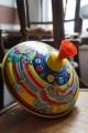 Jouet d'Autrefois Toupie en Métal illustrée Cirque Jeux Enfance Ancienne Toupie Shop Boutique Toupies Magasin Jouets Nantes