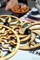 Découpe Laser et Jeux de Toupie en Bois pour Enfant Toupie Shop Magasin de Jouets Cadeau Original