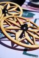 Découpe Laser Pyrogravure Jeu Enfant Toupie en Bois Jouet Toupie Shop Magasin de Jeux Nantes Cadeau Original