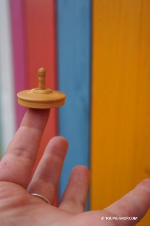 Toupie en Bois de Buis Tourne sur un Doigt Jouet Original Artisanal Collection Toupie Shop Magasin Jouets Acheter Jeux Toupies
