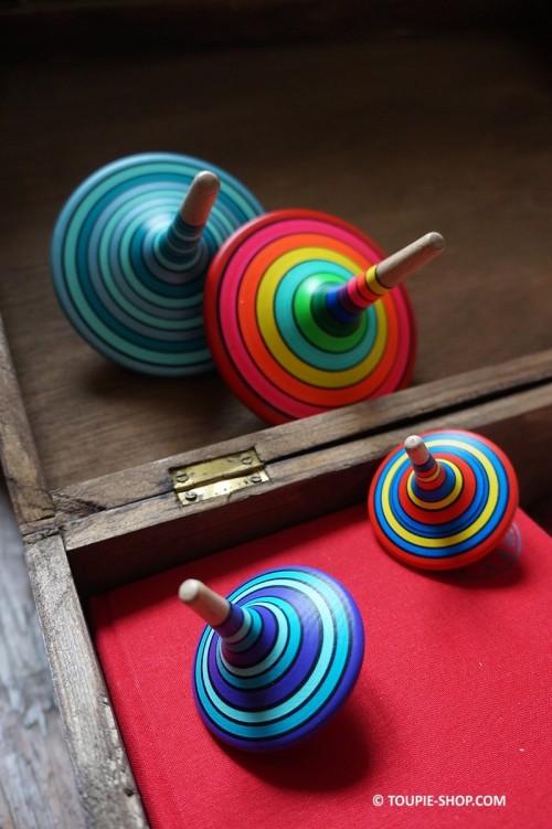 Toupie Basic Achat Jouet en Bois Artisanal Toupie Shop Magasin Jeux Enfant Adulte Collection Toupies Cadeau Original