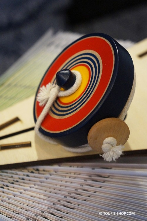Japanese Spinning Top with Twine Launcher Handmade Traditionnal Wooden Games Handcrafted Toys Collection Toupie-Shop.com