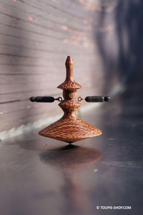 Danseuse Toupie Flamenco Jouet en Bois Jeu Artisanal Fabrique France Edition Limitee Collection Toupie Shop Boutique Jeux Adulte