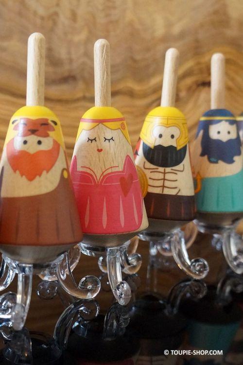 Dieux de la Toupie Mythologie Grecque Jouet en Bois Cadeau Noel Collection Toupie Shop Boutique Jeux Acheter Toupies