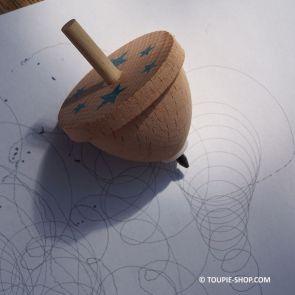 Comment animer un gouter anniversaire enfant ? Avec la toupie qui dessine jouet en bois creatif jeu coloriage Toupie Shop