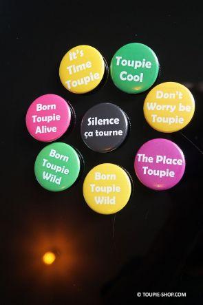Don't worry be Toupie Badge en Metal Accessoires Jeux de Mots Citation Humour Site Toupie Shop Magasin Jouet Collection Toupies