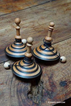 Toupies Scribe Jouet en Bois avec Lanceur Jeux Made in France Cadeau Bureau Stylo Artisanal Collection Toupie Shop